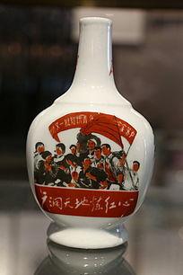 景德镇文革瓷炼红心扁瓷瓶