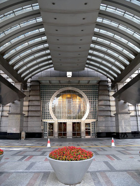 上海金茂大厦门厅竖构图
