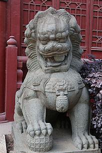 石雕系铃狮子雕像