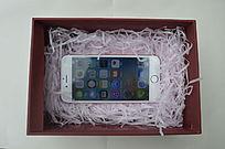 礼盒里的苹果手机