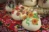 面塑装饰有精美花式的大馒头