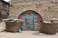 拱形地窖门