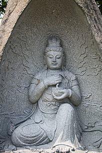 手持佛钵的菩萨