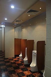公共男厕所