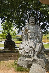十八罗汉托塔尊者石雕