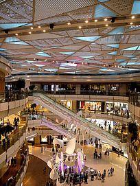 浦东国金中心商场购物环境
