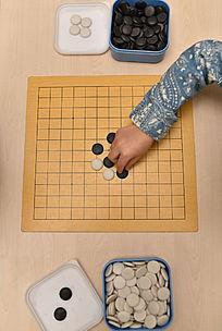 小孩下围棋