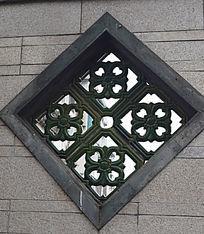 几何形花边雕塑墙窗