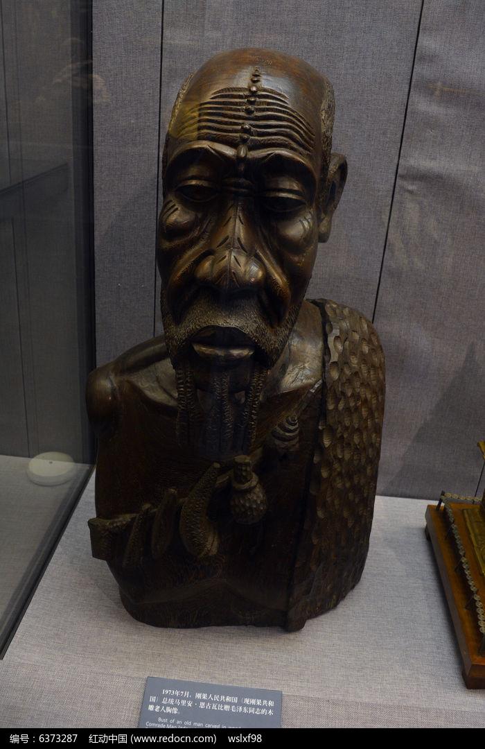 木雕老人雕塑图片