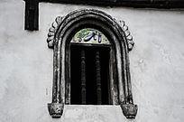雕刻茄子的古窗