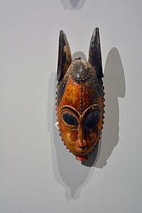 双角彩绘面具雕