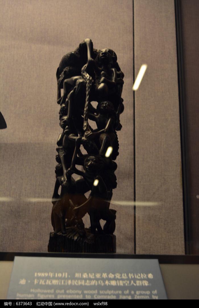 乌木雕镂空人群像图片,高清大图_传统工艺素材