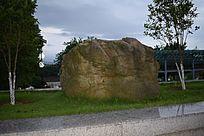 赣州滨江公园的大石头