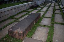 公园里的石头凳