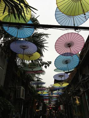 田子坊伞装扮下的街道