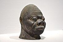 杜阿夫铜头像