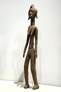 非洲陶土像站立的女人