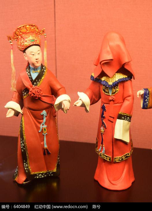古代新郎新娘雕塑图片