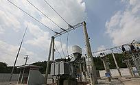 蓝天下的发电厂