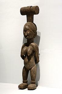 木雕有头饰的裸女