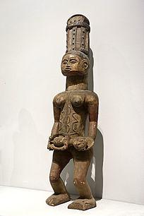 母子木雕像