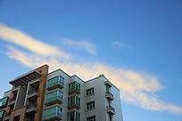 与天接壤的宿舍楼