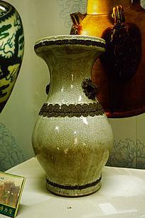 白色花纹陶瓷