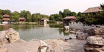 北京大观园主题公园湖畔图片