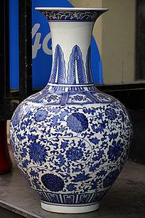 彩绘长颈花瓶