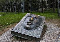 计算机1001码创始人雕塑
