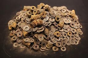 西汉海昏侯文物展铜钱成堆