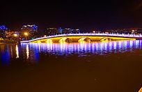 夜晚水上大桥