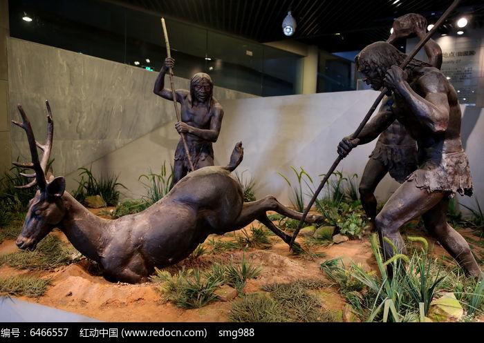 周口店遗址山顶洞人集体狩猎雕像