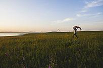 奔跑在呼伦贝尔湖畔