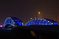 钢架跨河桥夜景灯光