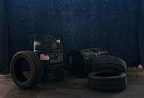 蓝色背景轮胎