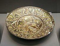 罗马尼亚珠宝展上的鹰首狮身兽纹陶盘