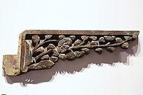 三角形的镂空梅花花纹木雕装饰边
