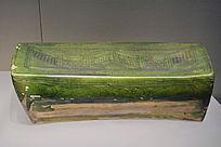 元代绿釉刻花墙纹枕