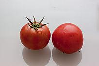 2个新鲜西红柿