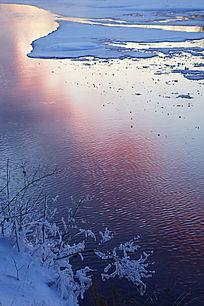 河流暮色雪景