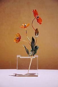 红玉髓和软玉水晶钻石黄金制作的报春花