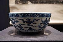 明宣德(公元1426-1435年)青花海水龙纹钵