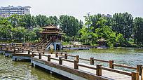 鞍山烈士山英泽湖上木栏石桥与双凉亭凉亭