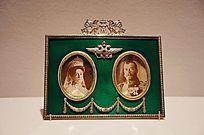 弗吉尼亚美术馆藏双幅相框