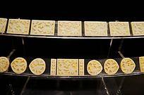 明(1368-1644)青玉湖人戏狮纹带板