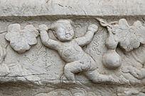 五塔寺石刻浮雕穿肚兜婴儿
