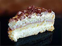 一块三角形的多层蛋糕