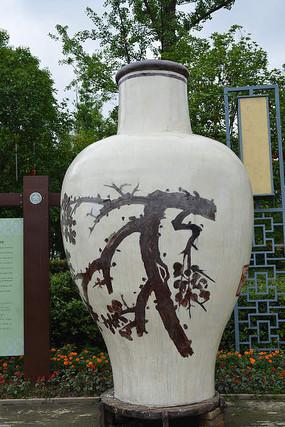 棕色梅花白底大梅瓶