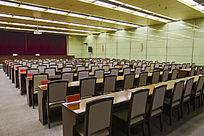 排列整齐的会议室